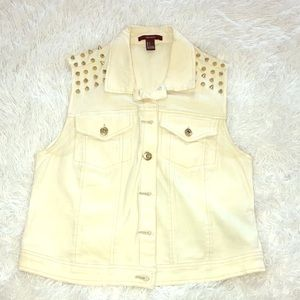 Forever 21 off white vest with gold spikes